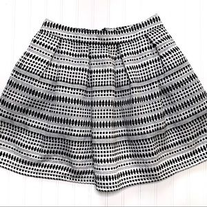 Miami sz L white/black textured mini skirt